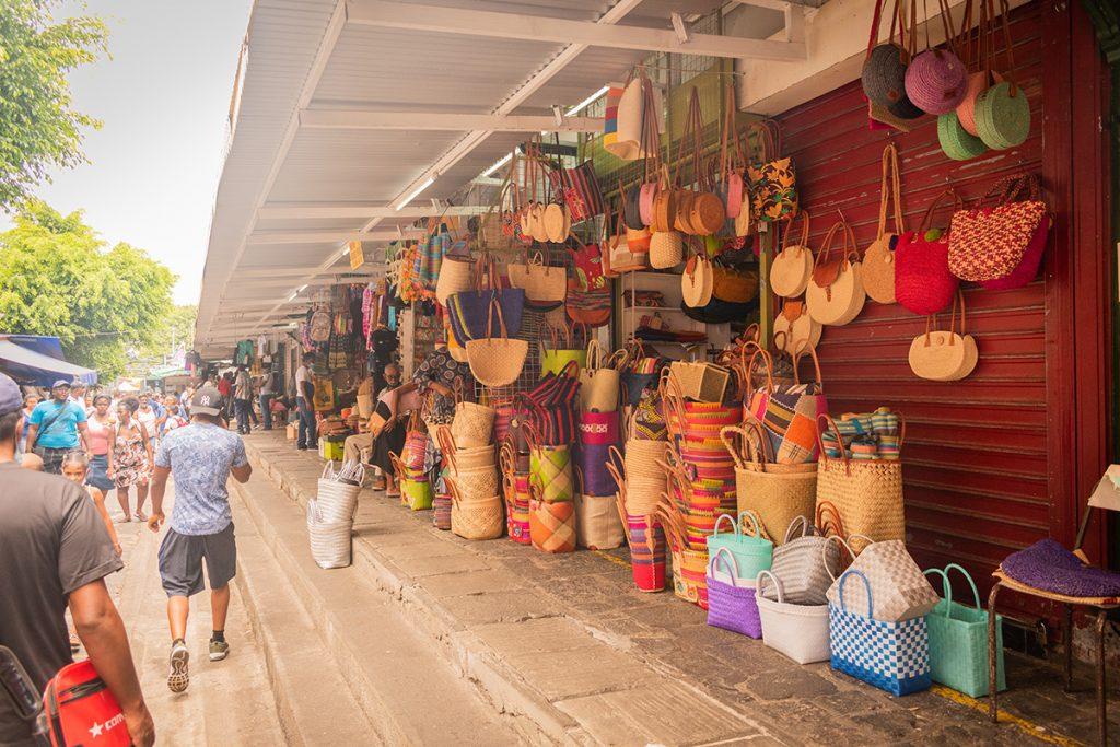 Le marché de Port-Louis - les décorations 2