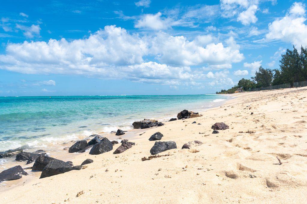 Le Morne - plage et roches - Ile Maurice